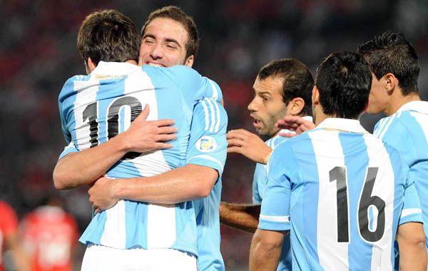 Solito y solo. Messi celebra en soledad luego de su magnífica conquista