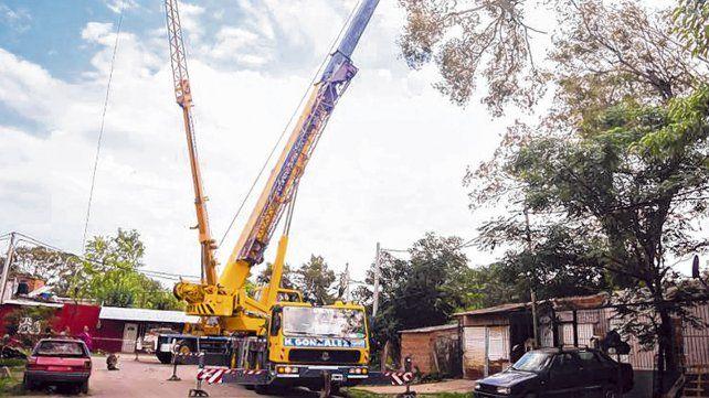 Las tareas. Las autoridades encararon el acondicionamiento del sector afectado por el vendaval.