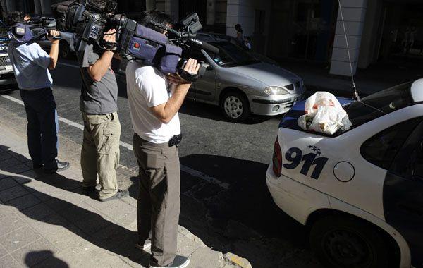 La bolsa fue retirada por agentes de la comisaría 3ª. (Foto: M. Sarlo)