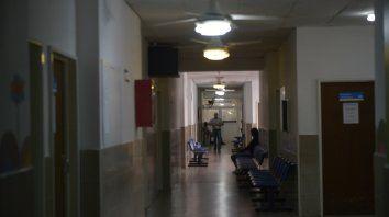 Pasillos. Los infectados permanecieron internados en el Hospital Carrasco bajo estrictas medidas de higiene.