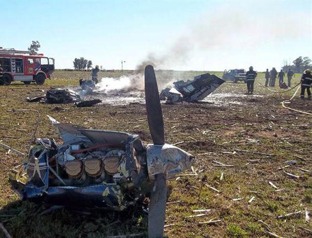 Una avioneta cayó hoy en un campo lindante con el aeródromo del partido bonaerense de General Villegas. (infovillegas)