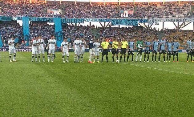 El partido se juega en el estadio Mario Alberto Kempes.