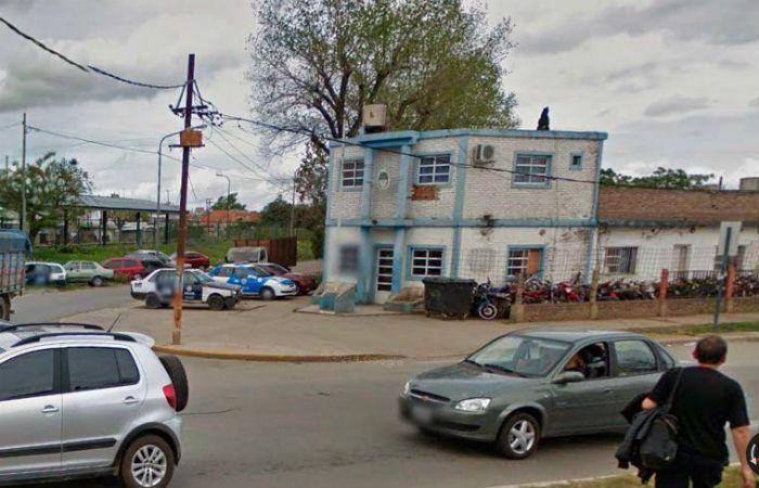 La seccional sub 20 investiga el crimen en barrio Las Flores.