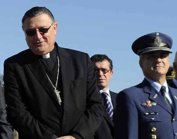 El arzobispo estuvo esta mañana en el Monumento en la ofrenda floral por el día de la Santa Patrona de Rosario. (Foto: A. Celoria)