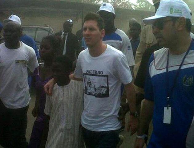 Messi estuvo ayer en Senegal donde lidera una campaña de concientización.