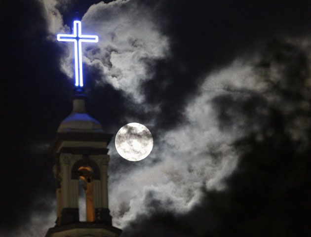 Así se vió la Súper Luna alrededor del mundo. (Fotos AP y Reuters)