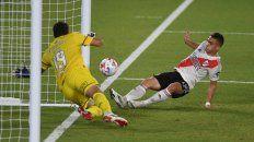 Broun tapó varias situaciones de gol, pero en esta acción no pudo con Borré.