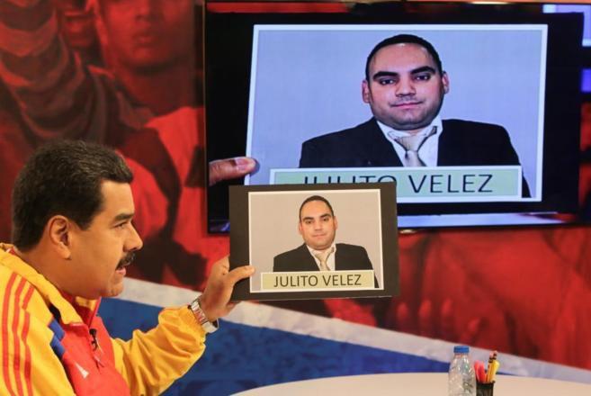 Tensión. Maduro enseña la fotografía del colombiano