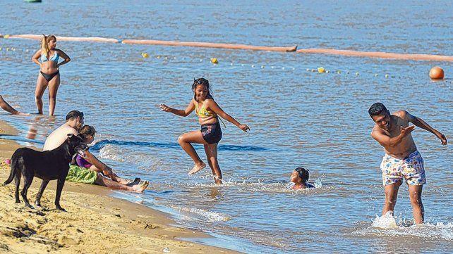 prevención en el río. Las altas temperaturas y la bajante histórica en el nivel de agua