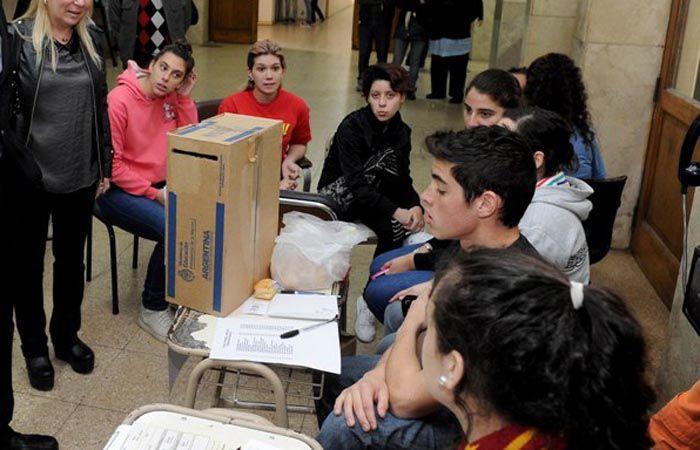 En cada período electoral se realiza un ensayo en la escuela.