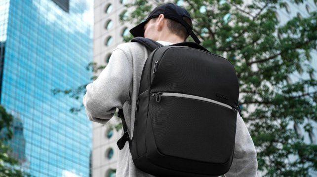 Samsonite y Google lanzan una mochila inteligente que parece un teléfono