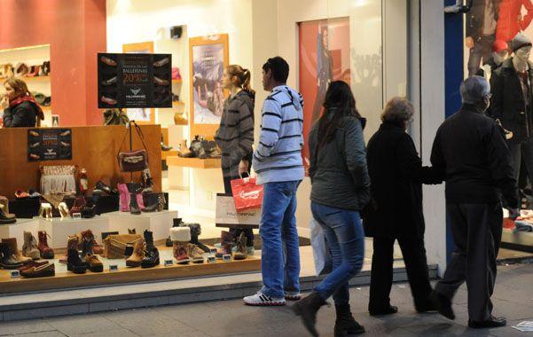 Expectativas. La venta de indumentaria zafó de la caída generalizada. (foto: Matías Sarlo)