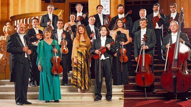 La agrupación tiene más de 50 años de trayectoria y sus integrantes son solistas de grandes orquestas.