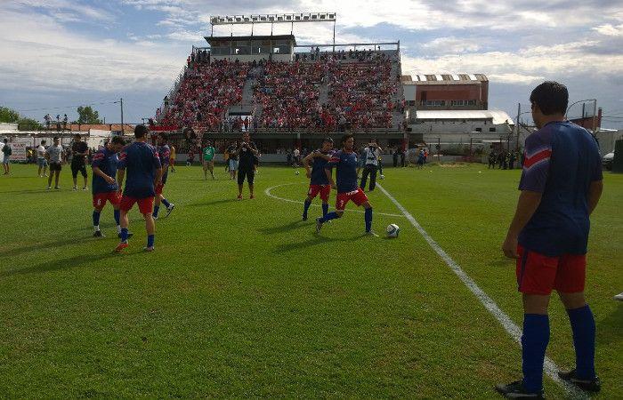 Los jugadores charrúas durante la entrada en calor.