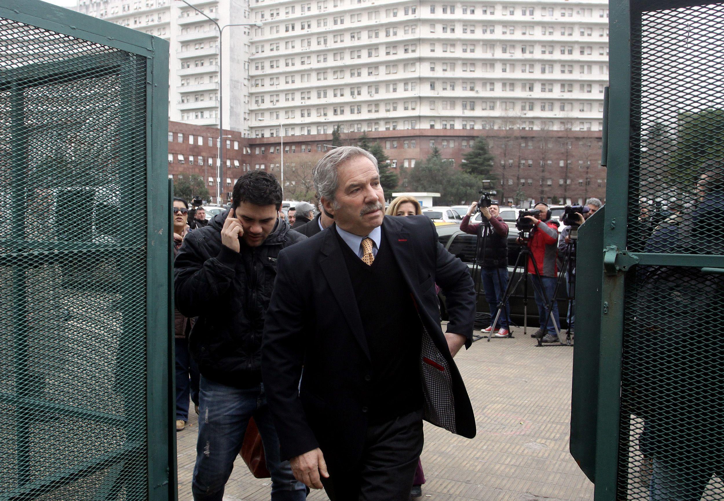 "Solá le dijo al fiscal que le ""faltan unos 140 mil votos""."