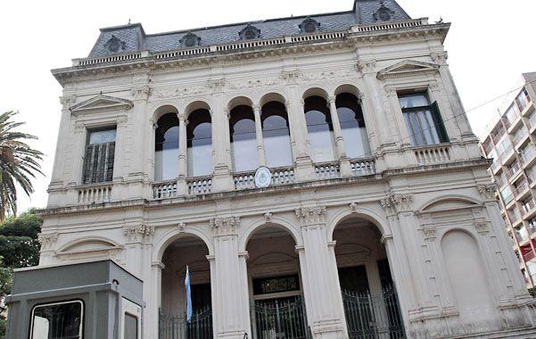 Oroño al 900. Carlos Mele Reynoso se presentó en Tribunales. La policía dice que lo atrapó allí adentro.