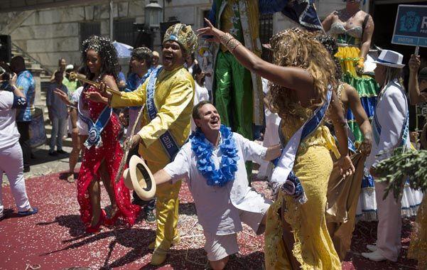 Alegría carioca. El Rey Momo dio el pistoletazo de inicio ayer a las 12.06 bajo una lluvia de confites y música.