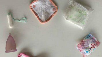 Canasta basica. Buscan que tampones, toallas higiénicas y copas menstruales se repartan en forma gratuita en centros de salud y ámbitos educativos.