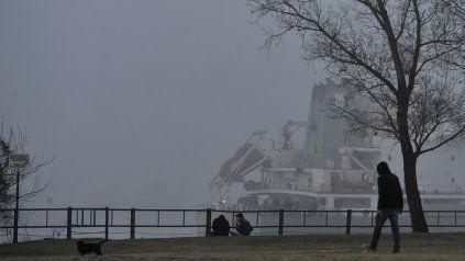 Densos bancos de niebla se registraron desde la madrugada en toda la región.