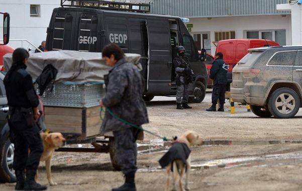 Puerto Madryn. La policía chubutense decomisaba anoche la droga en un procedimiento de la Justicia federal.
