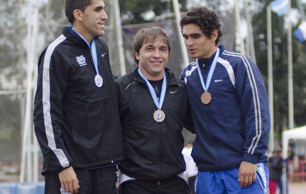 Repitió. Semino (al centro) ganó el sábado en los 100 metros a pesar de sufrir una contractura y ayer cumplió su segundo objetivo: el oro en los 200 metros.