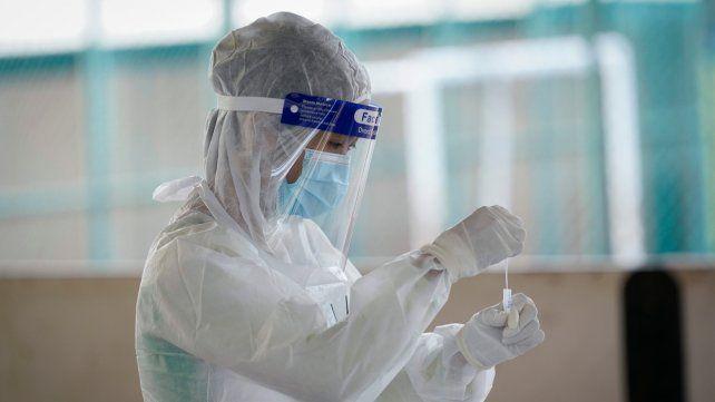 Coronavirus: la mortalidad en terapia intensiva bajó del 60 al 36 por ciento