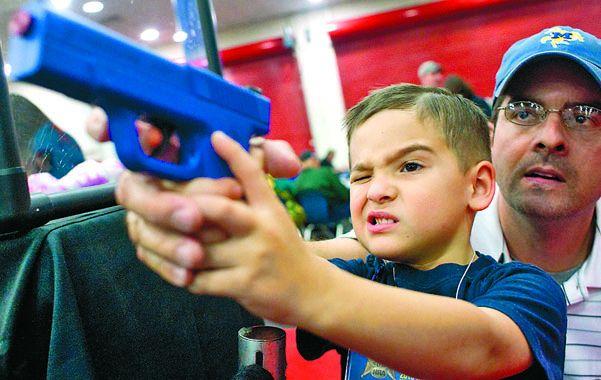 Juego mortal. Ocho niños y adolescentes menores de 20 mueren por día en EEUU por armas de fuego.
