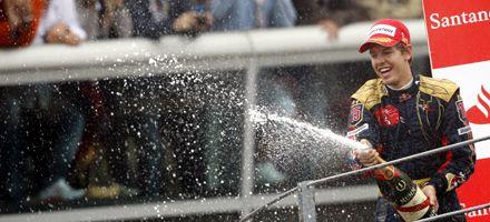 Bajo la lluvia, Vettel se convirtió en el piloto más joven en ganar en la Fórmula Uno