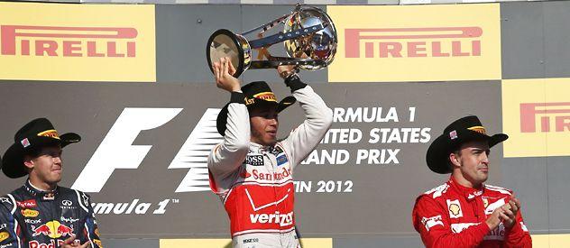 Aplausos. Vettel y Alonso reconocen al ganador de Austin. El inglés le ganó al alemán por tozudo y benefició al español