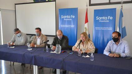 Hospital Escuela Eva Perón. El intendente Adrián Maglia y la secretaria de Arquitectura Alicia Battaglia, en el acto.