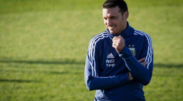 Scaloni piensa en el equipo de cara a las Eliminatorias con Messi como estandarte.