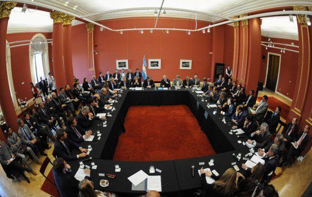 Los gobernadores se reunieron con Frigerio para tratar la coparticipación yotros instrumentos que fortalezcan el federalismo.