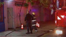 Un cortocircuito inició un incendio en la zona de San Juan al 3900. (captura imagen de TV)