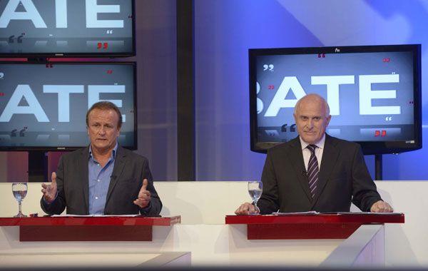 Miguel del Sel (PRO) y Miguel Lifschitz (FPCyS) durante el debate en los estudios de Canal 3. (Foto: H. Río)