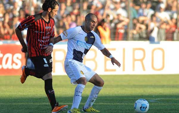 Con el empate ante Douglas Haig el Canalla estiró su ventaja sobre Sarmiento.