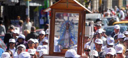 Miles de jóvenes participan de la peregrinación a la basílica de Luján