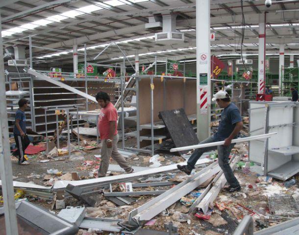 Los ataques contra supermercados chinos fueron una constante durante los días de saqueos.