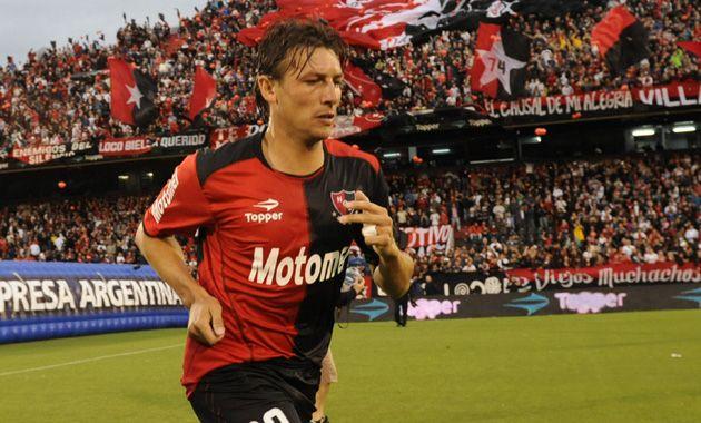 Zurdos. El Gringo Heinze retorna al equipo titular para compartir la defensa con Víctor López.