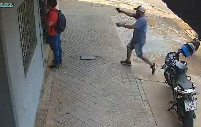 El video de un violento robo de motochorros a mano armada en zona oeste