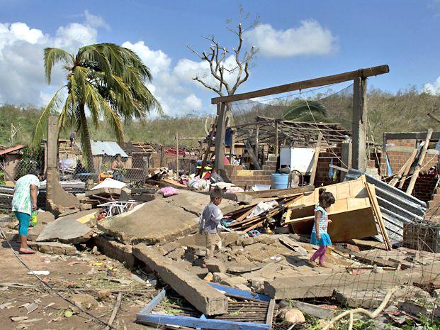 Daños. Casas destruidas en Chamela