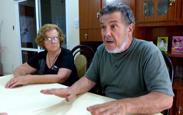 En casa. Alberto Perassi y su esposa Alicia siguen esperando respuestas