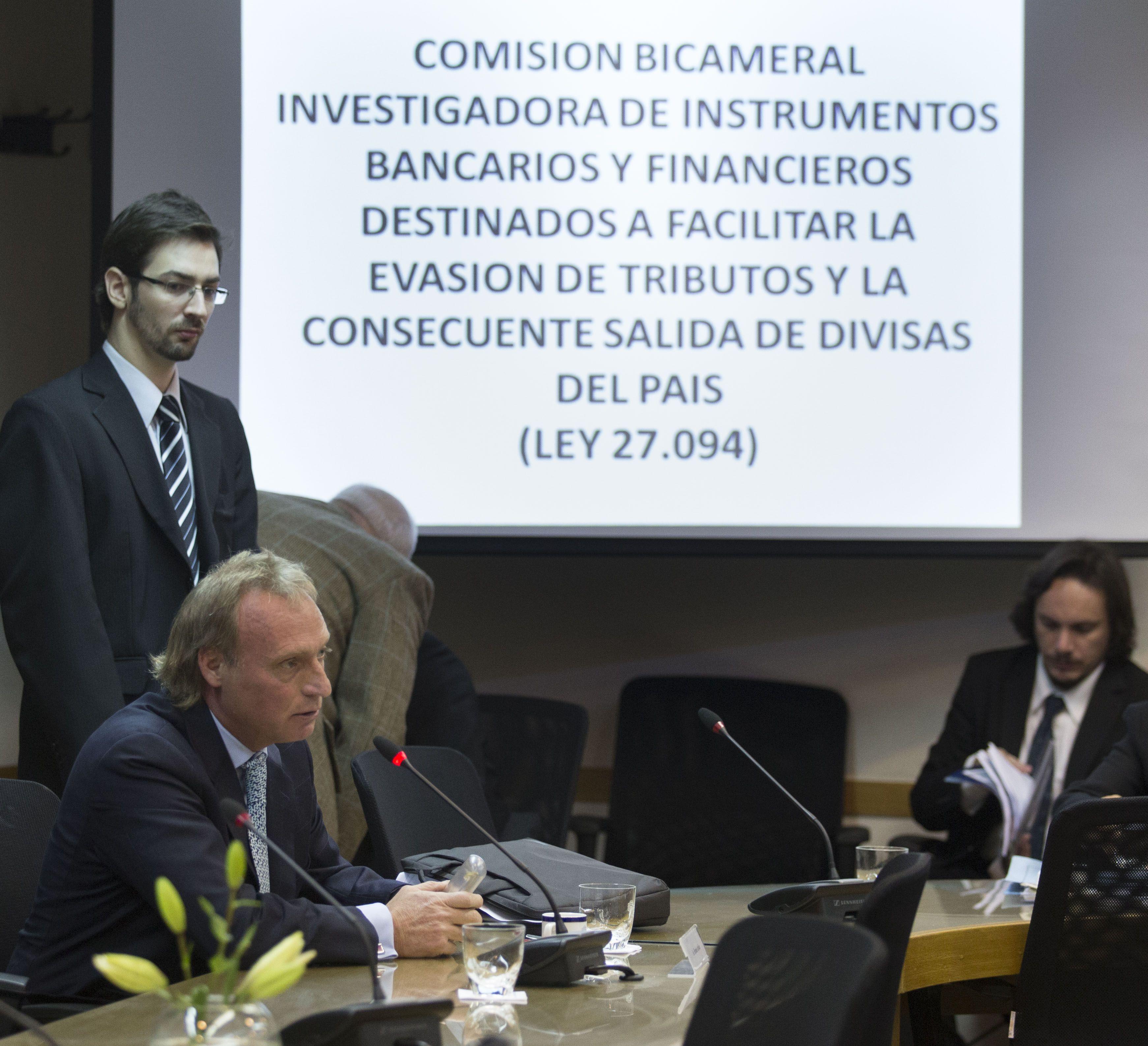 arrepentido. El ex banquero Hernán Arbizu habló ante la comisión.