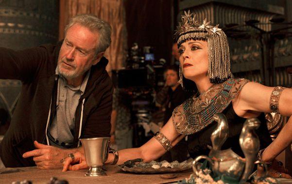 El director junto a Sigourney Weaver