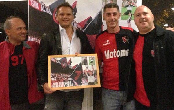 Sebastián Cejas se reunió con amigos en la inauguración de la filial que lleva su nombre.
