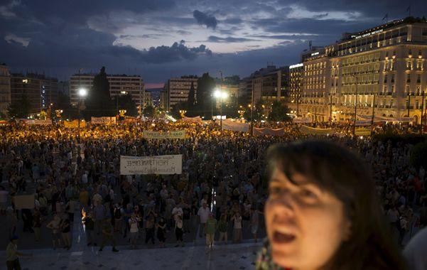 descontento. La coalición de gobierno Syriza convocó ayer a sus militantes a manifestarse en Atenas.
