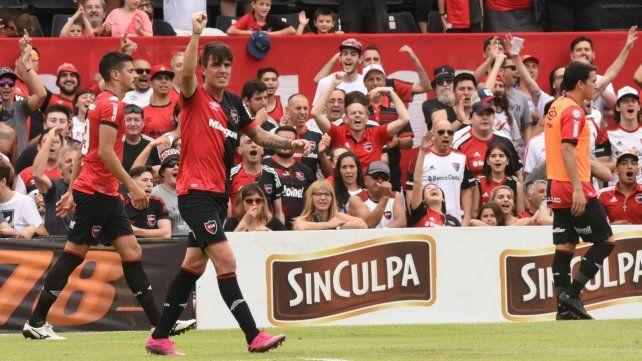Mauro Formica en el festejo del último gol suyo