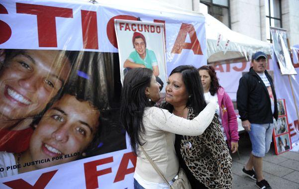 dolor. Los familiares de Facu y Emi mantienen el acampe hasta la sentencia.
