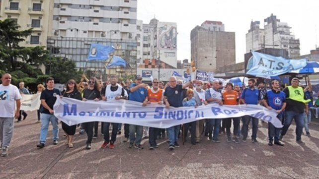 Plaza Montenegro. Los gremios del Movimiento Sindical Rosario se movilizaron durante la tarde.