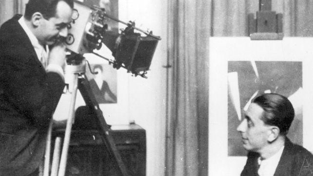 Dos surrealistas en acción: Man Ray y Robert Desnos durante la filmación de LEtoile du Mer (1927).