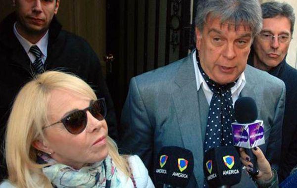 La ex de Diego Maradona y el periodista se vieron las caras en Tribunales.